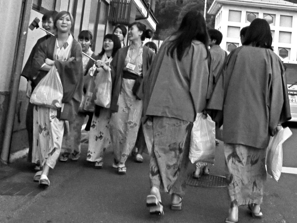 Girls coming and going in Kinosaki clad in their yukatas and gebi.