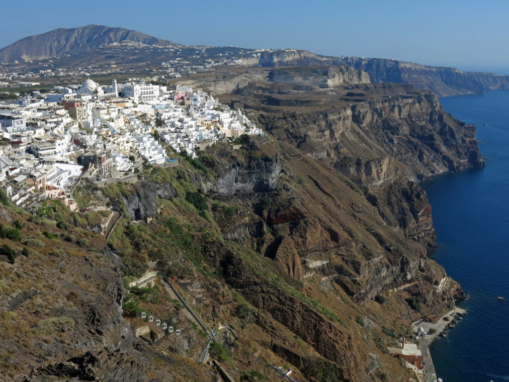 Gorgeous views of the town of Thira in Santorini.