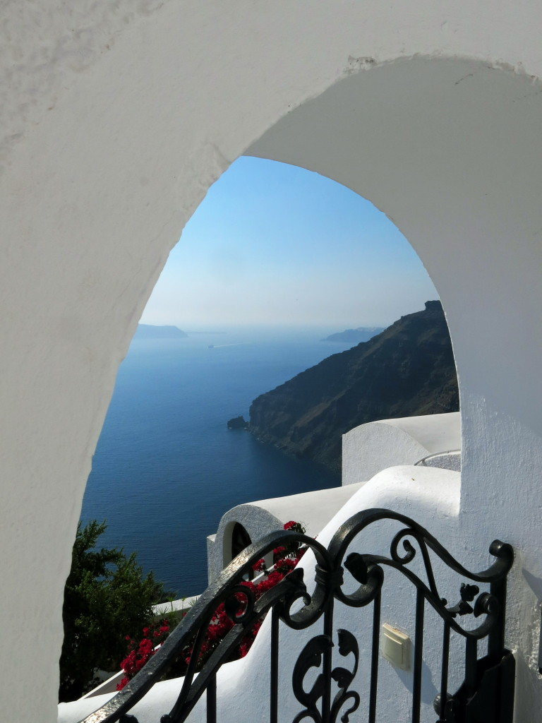 Santorini splendor along the walk through Thira.
