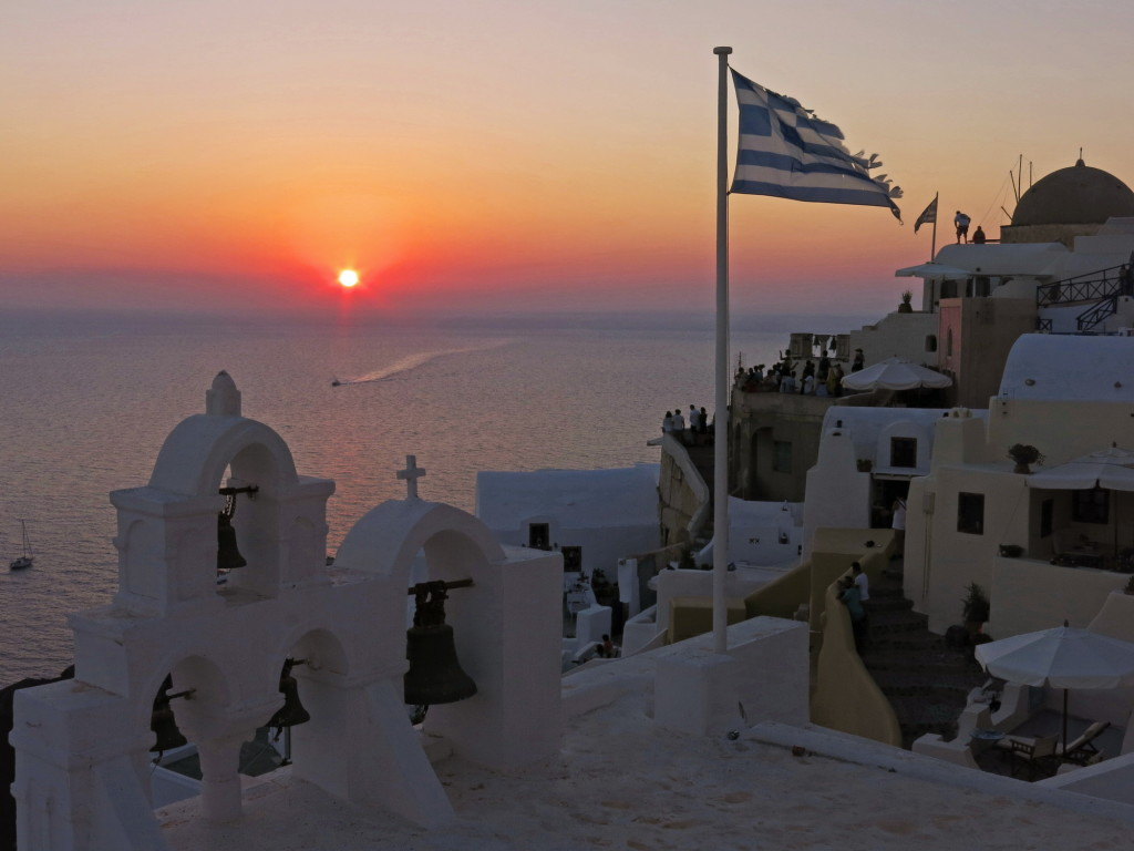 Sunset in Oia on Santorini.